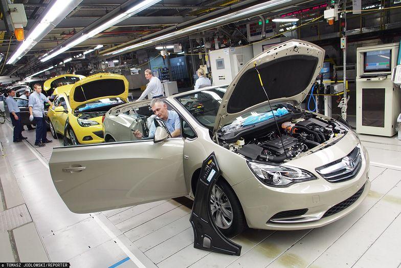 Opel w Gliwicach zwalnia pracowników. W zamian oferuje nawet kilkanaście pensji