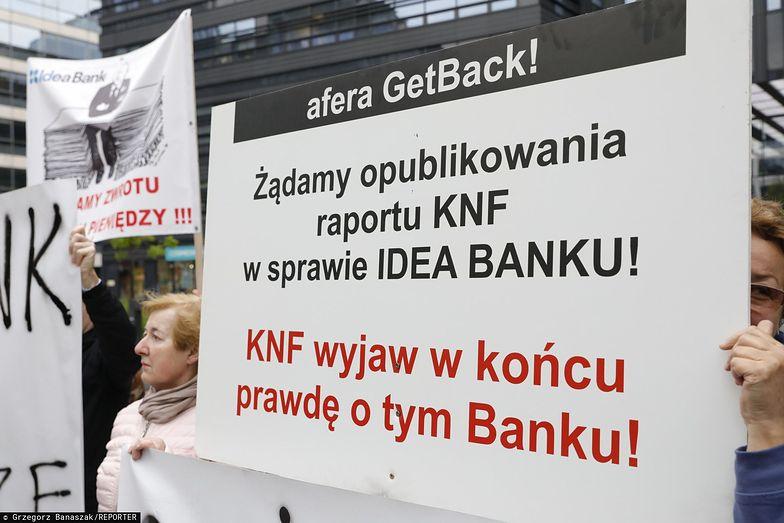 Pokrzywdzeni przez Getback protestowali przed bankiem Leszka Czarneckiego - Idea Bankiem.