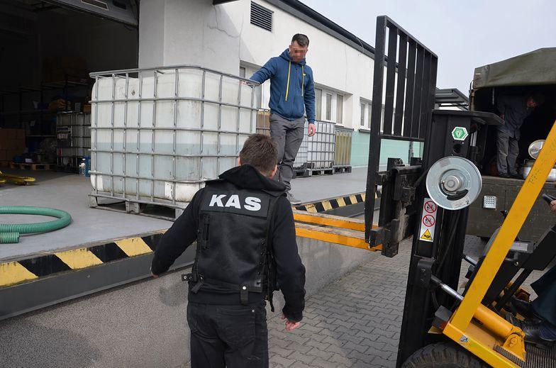 Koronawirus. KAS przekazała kolejną partię alkoholu do produkcji środków dezynfekcji.