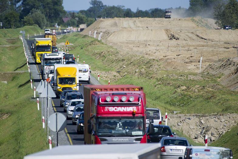 Tempo wzrostu liczby samochodów na drogach jeszcze przyspieszyło w ostatnich latach.