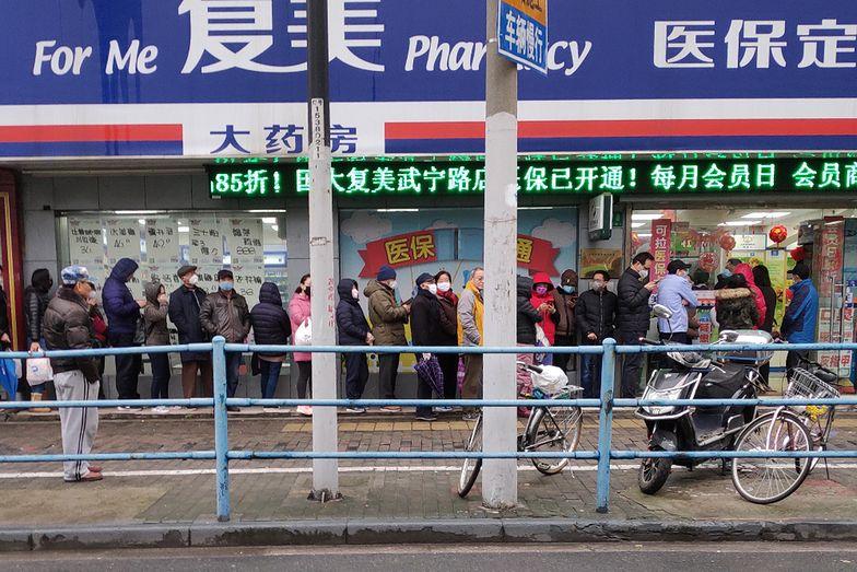 Jedna z aptek w Szanghaju. By dostać leki trzeba czekać kilka godzin.