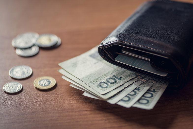 Rozróżnienie między płacą netto i brutto to podstawa zarówno dla pracownika, jak i pracodawcy