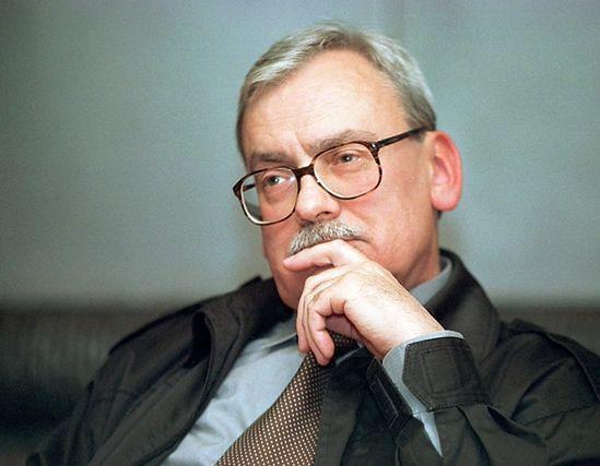 """Autor sagi """"Wiedźmin"""" Andrzej Sapkowski walczy o ogromne pieniądze z praw autorskich"""