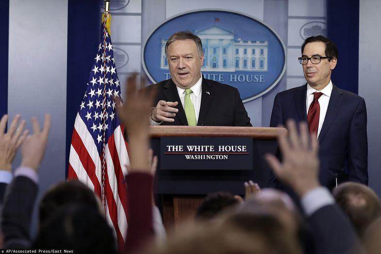 Sekretarz stanu USA Mike Pompeo oraz minister skarbu Steven Mnuchin.