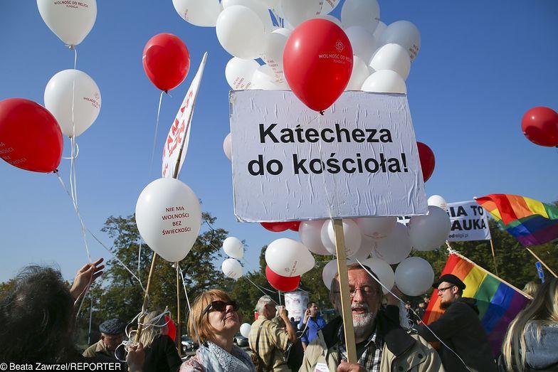 Większość Polaków opowiada się za zniesieniem finansowania lekcji religii w szkołach