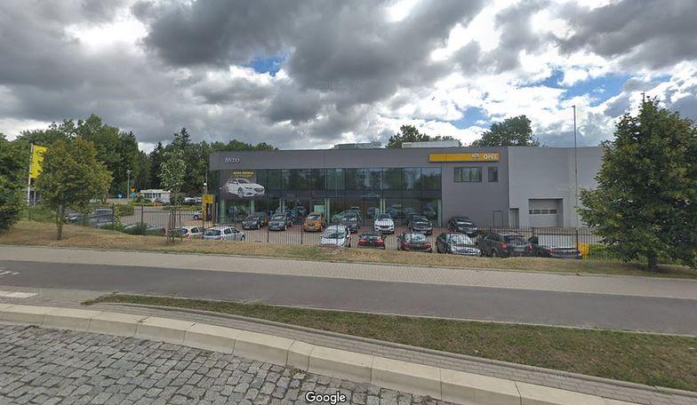 Z raportu wynika, że Opel, Renault i Peugeot mają salony w najlepiej zlokalizowanych miejscach, jeśli chodzi o wizyty młodych konsumentów.