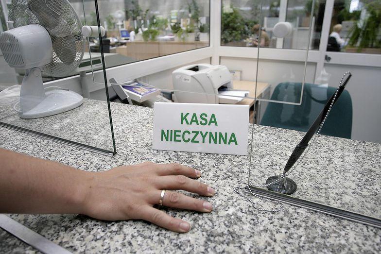 Bankomaty i internet mogą wkrótce zastąpić urzędników bankowych.