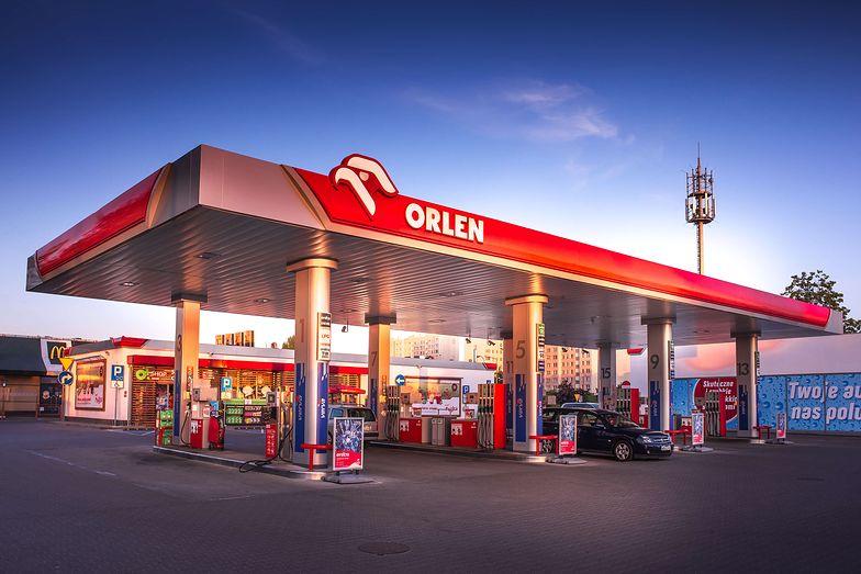 Za paliwo możesz  zapłacić bezpośrednio przy dystrybutorze. Na największej sieci stacji paliw w Polsce
