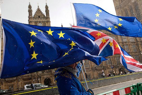 Brexit przegrywa w sondażach. Brytyjczycy chcą samodzielnie podjąć ostateczną decyzję