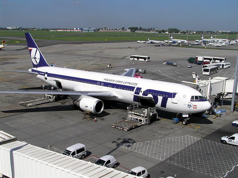 """Związek Zawodowy Personelu Lotniczego i Pokładowego informuje o """"przypadku choroby"""" jednego z pasażerów lotu do Rumunii liniami PLL LOT. Nie jest to potwierdzona wiadomość."""