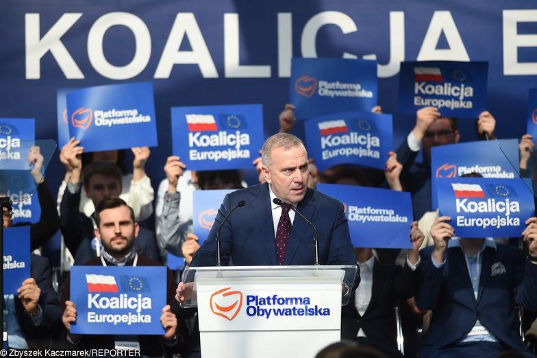 Grzegorz Schetyna obiecał, że nie odbierze żadnych świadczeń, które przyznał rząd PiS