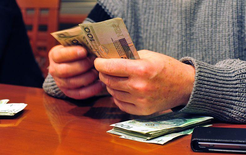 Polacy idą na rekord. Banki sprzedają kredyt hipoteczny za kredytem