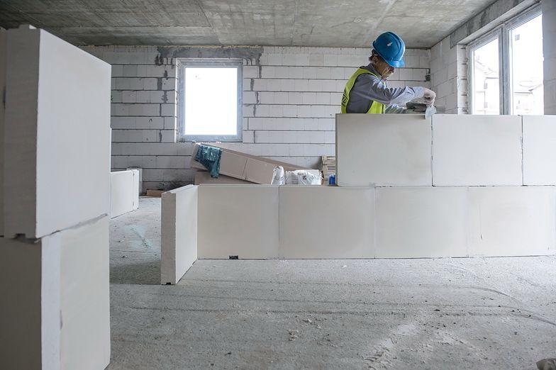 Mniejsza liczba przyjeżdżających Ukraińców zmartwi zwłaszcza właścicieli firm działających w branży budowlanej, logistyce i handlu, bo tam jest wiele wakatów