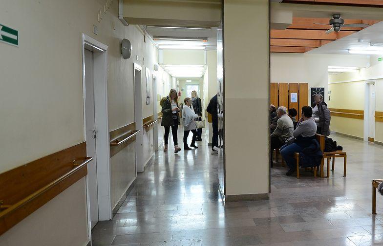 Zamiast czekać w kolejkach w polskich szpitalach, wolimy leczyć się za granicą.