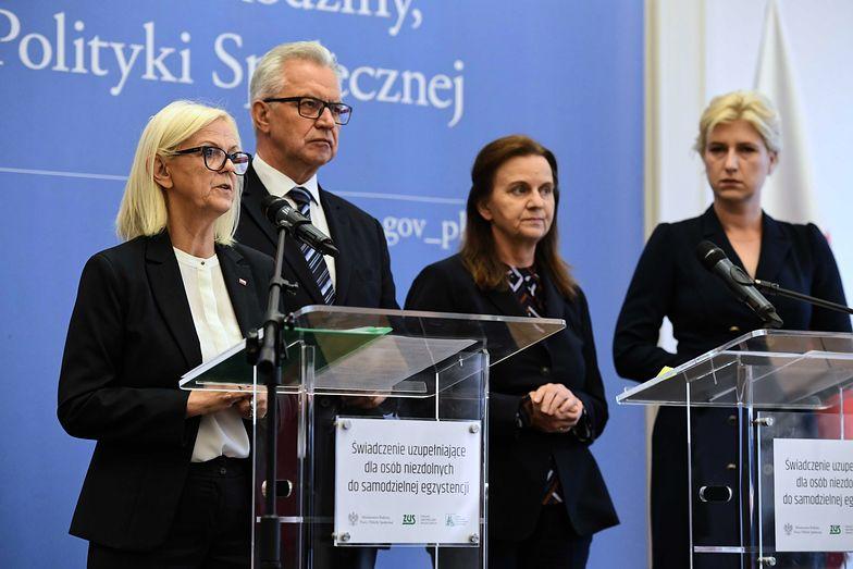 Bożena Borys-Szopa i Krzysztof Michałkiewicz uspokajają, że fundusze na 500+ dla niepełnosprawnych są zabezpieczone.