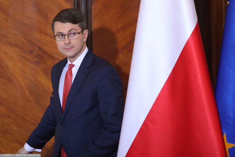 Rzecznik rządu Piotr Muller zapewnia, że nie ma ustawowych planów zamrożenia cen prądu