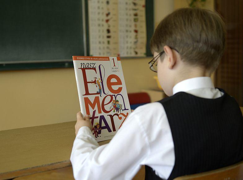 Dyrektorzy szkół rozkładają ręce: za tak niskie pensje, jakie mają nauczyciele na początku drogi, mało kto chce pracować