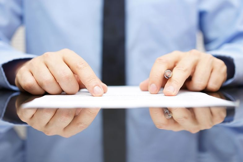 Wypowiedzenie zmieniające pozwala pracodawcy na zmianę niektórych warunków świadczenia pracy, jednak nie na zmianę rodzaju umowy