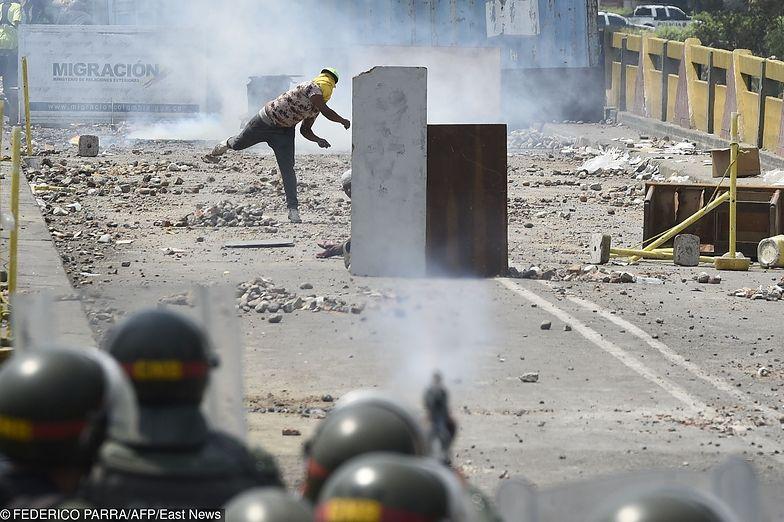Wydarzenia w Wenezueli usilnie spychają kraj ku wojnie domowej.