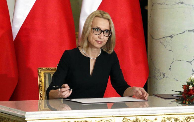 Nowa minister finansów Teresa Czerwińska - zdjęcie z zaprzysiężenia przez prezydenta Andrzeja Dudę
