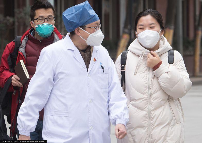 Chińczycy masowo wykupują maseczki antywirusowe.