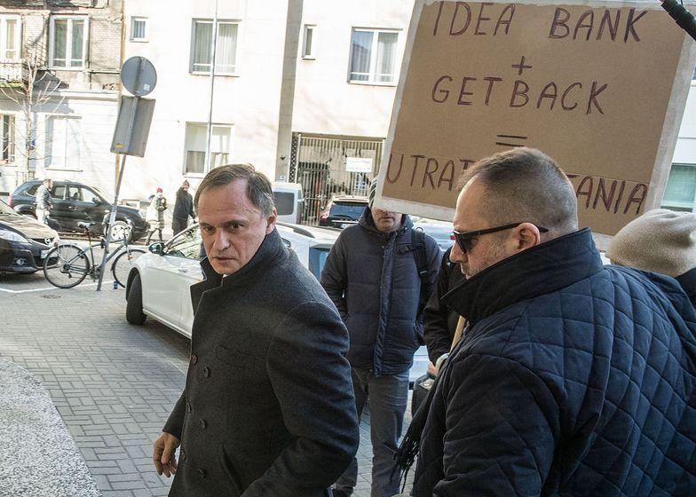 Oprócz dziennikarzy, na Leszka Czarneckiego czekała pod prokuraturą grupka poszkodowanych w aferze GetBack
