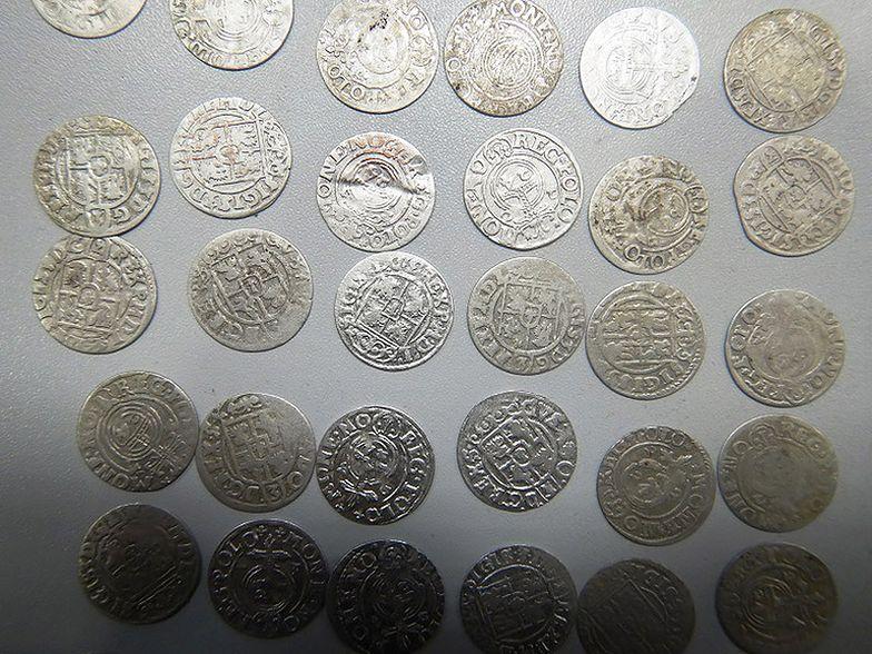 Celnicy udaremnili przemyt ponad 400 zabytkowych monet