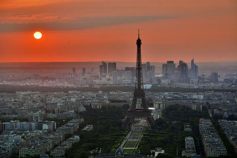 Paryż chce gigantycznej kary dla amerykańskiego serwisu.