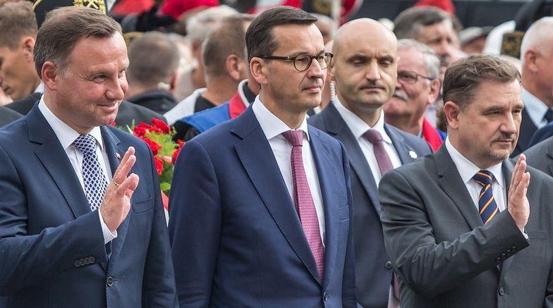 """Prezydent Andrzej Duda, premier Mateusz Morawiecki oraz przewodniczący """"Solidarności"""" Piotr Duda"""