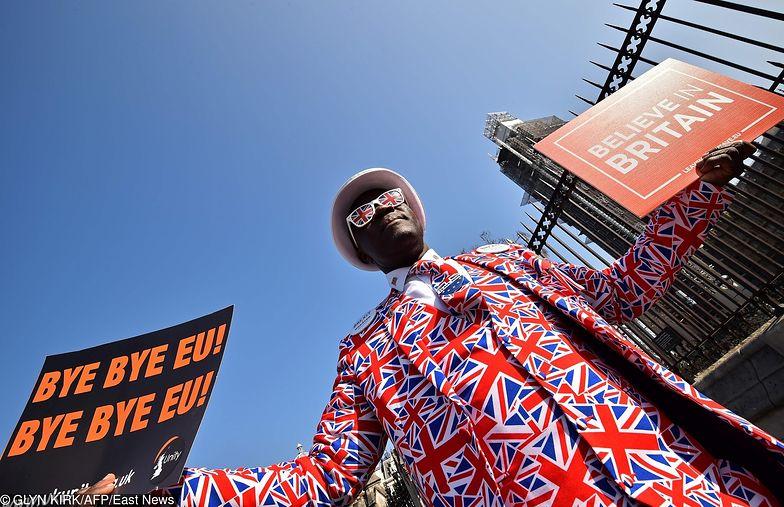Przed Parlamentem pikietowali zarówno zwolennicy jak i przeciwnicy brexitu.