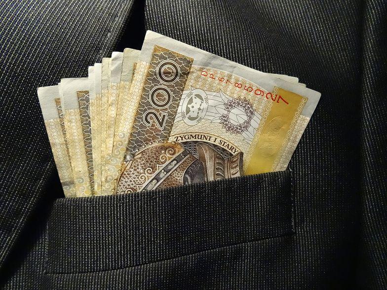 Długi Polaków zbliżają się do poziomu 80 mld złotych.