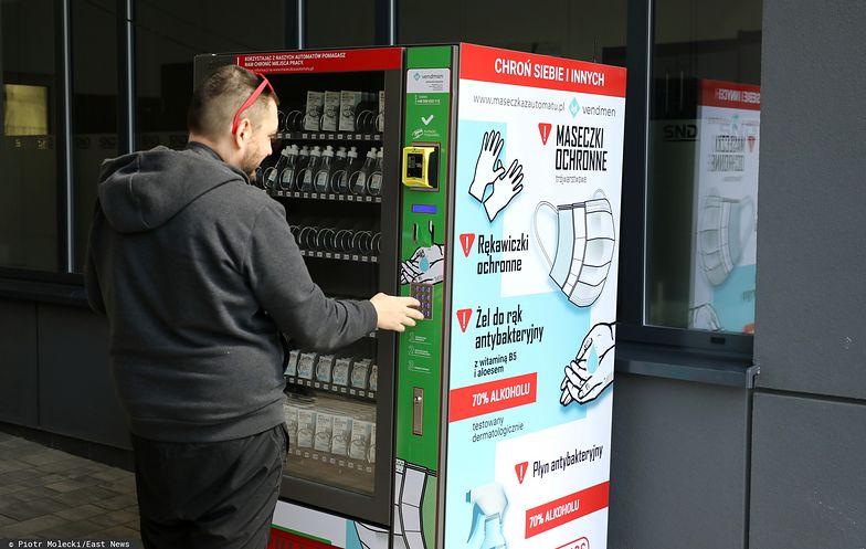 W kilku miejscach w Polsce stanęły tzw. maseczkomaty, czyli automaty z maseczkami