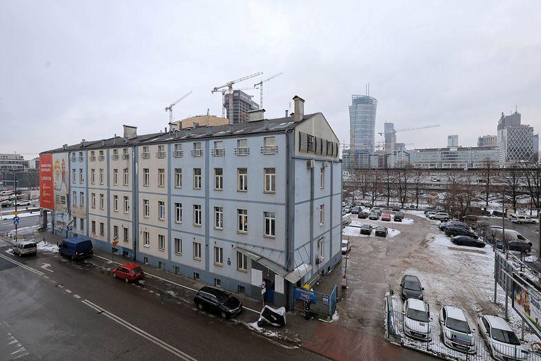 """Budynek należący do spółki """"Srebrna"""" na Srebrnej 16 w Warszawie"""
