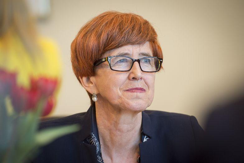 - Przyszła chwila radości - skomentowała na gorąco minister Elżbieta Rafalska.