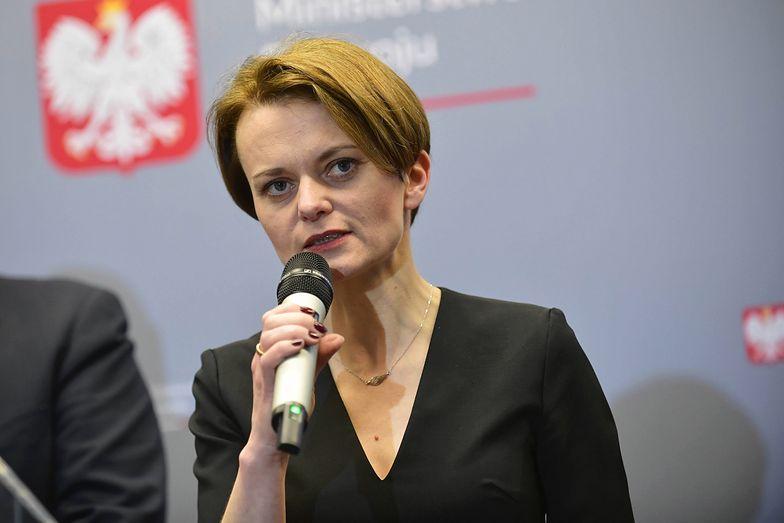 """Jadwiga Emilewicz zapowiedź nowych przepisów nazwała """"bezprecedensowym ruchem, jaki nigdy nie został wykonany"""""""