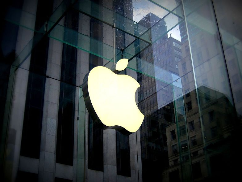 Apple dostarczy szpitalom maseczki.