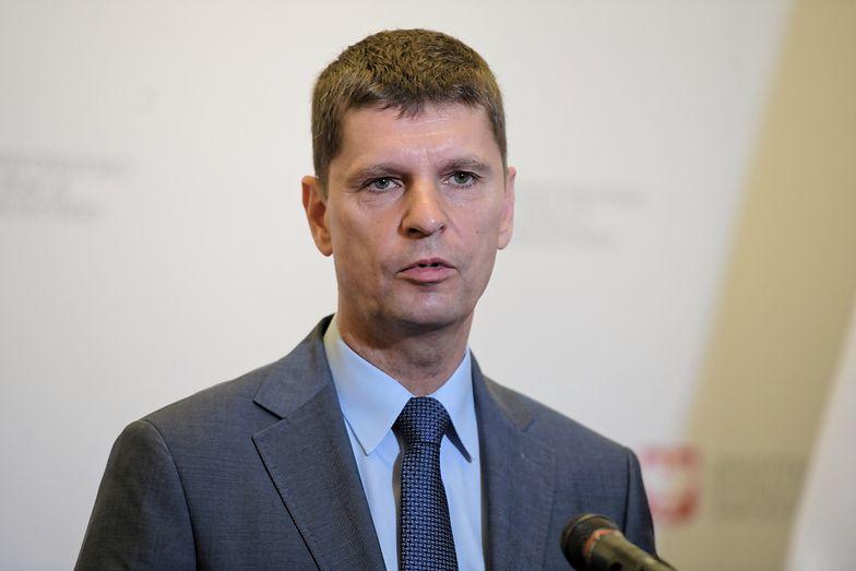 Tegoroczne zakończenie roku szkolnego jeszcze przed Bożym Ciałem. Na zdj. szef MEN Dariusz Piontkowski.