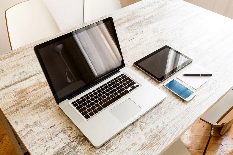 Tryb pracy home office jest rozwiązaniem preferowanym przez osoby, które wykazują się samodyscypliną i utrzymują wysoką jakość pracy w różnych warunkach