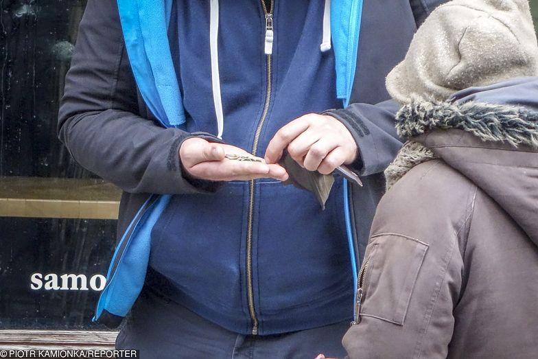 Minimalna pensja w górę o 200 zł. Ekonomiści wymieniają wady projektu