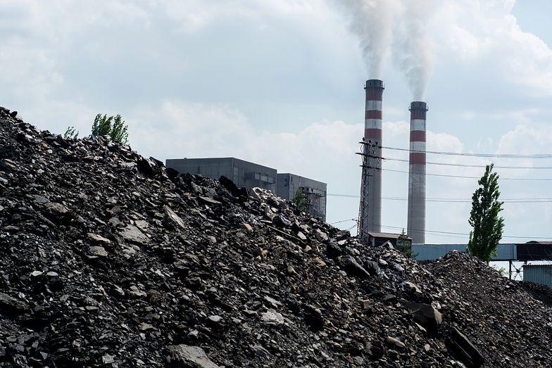 """Fakt, że Polska importuje węgiel z Donbasu, ujawnili dziennikarze """"Dziennika Gazety Prawnej""""."""
