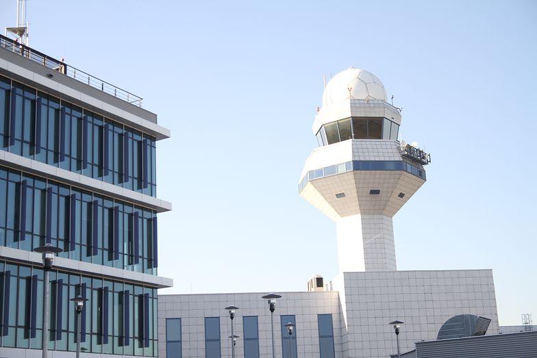 Wieża kontroli lotów na lotnisku Chopina. Okazuje się, że miejsce nie tak pilnie strzeżone, jak się może wydawać