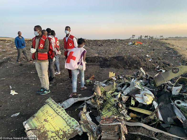 Miejsce katastrofy etiopskiego Boeinga jest ciągle przeszukiwane przez ratowników.