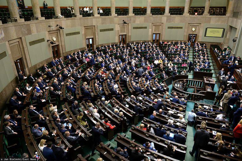 Sejm przyjął w piątek ustawę wprowadzającą tzw. opłatę cukrową