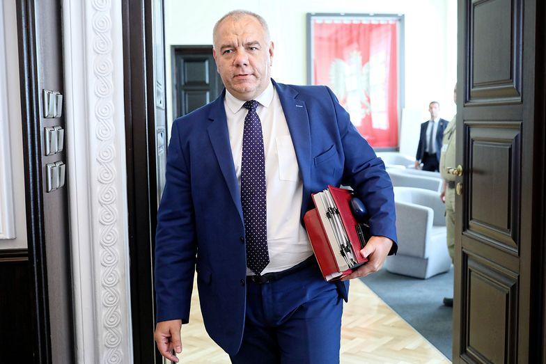 Jacek Sasin przekonuje, żę rekompensaty pochłoną maksymalnie 3 mld zł rocznie.