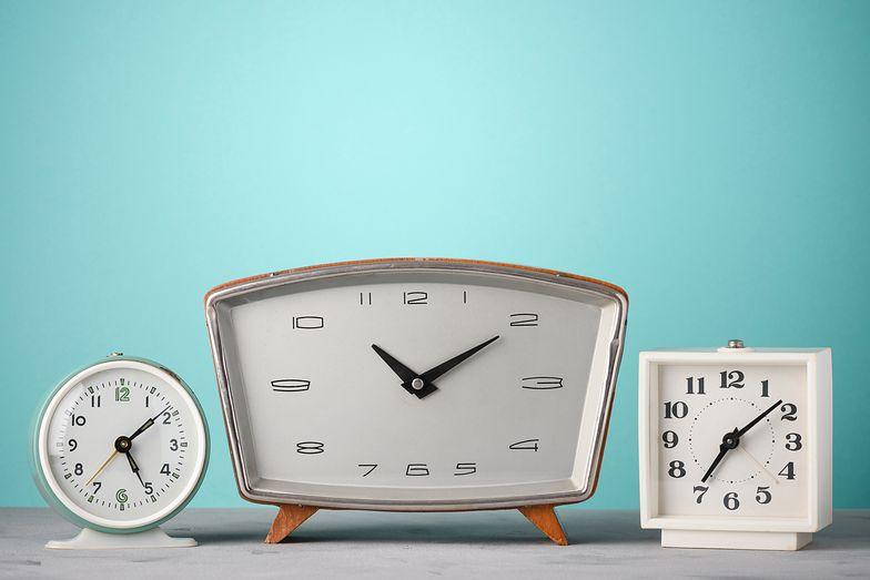Zmiana czasu 2019. Kiedy przestawimy nasze zegarki? Co zmiana oznacza dla pracowników?