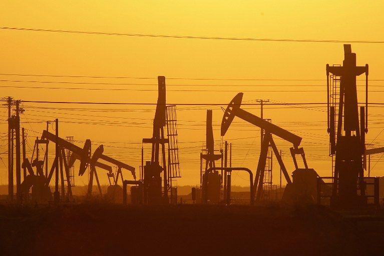 OPEC+ może zmniejszyć produkcję ropy, aby wzmocnić jej notowania.