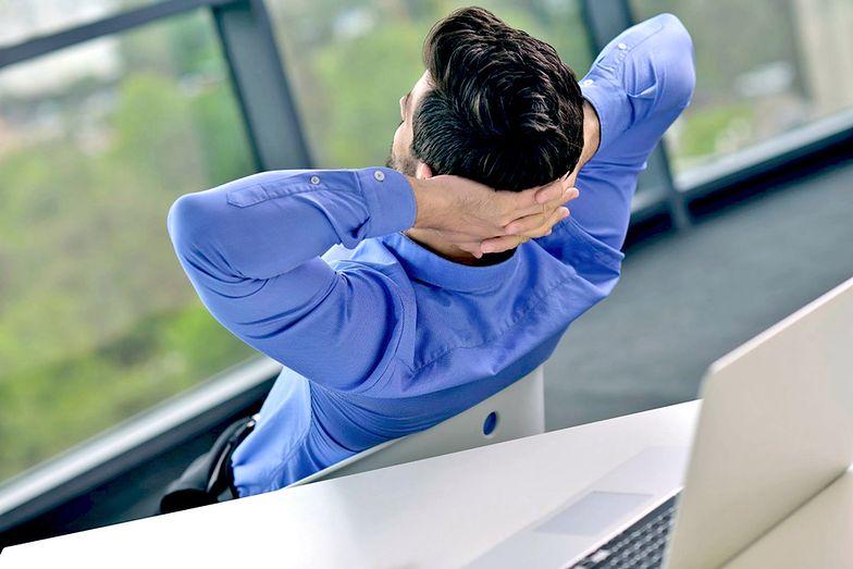 Zgodnie z przepisami pracownik ma prawo do przerw w pracy. Występuje ich kilka rodzajów