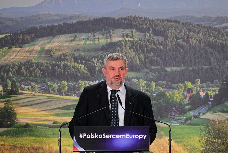 Minister rolnictwa Jan Krzysztof Ardanowski przemawia podczas konwencji PiS w Kadzidle.