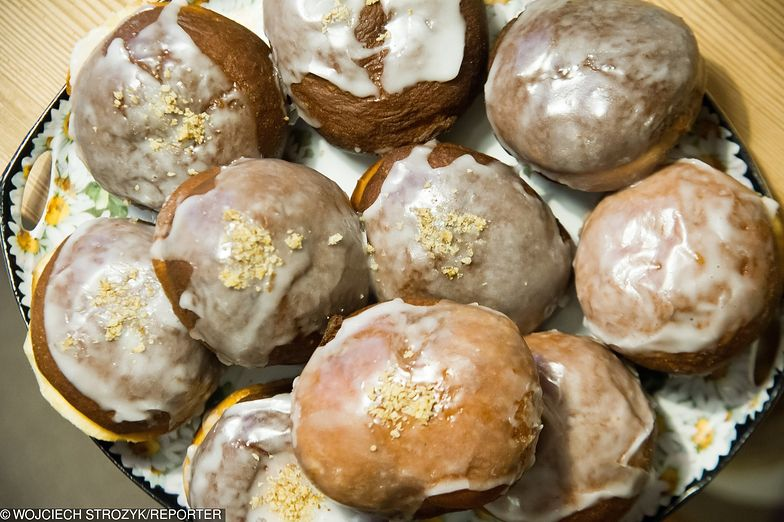 Tłusty czwartek 2019. Ile kosztuje pączek? Jak dużo pączków potrafią zjeść Polacy? Sprawdź ceny pączków w cukierniach
