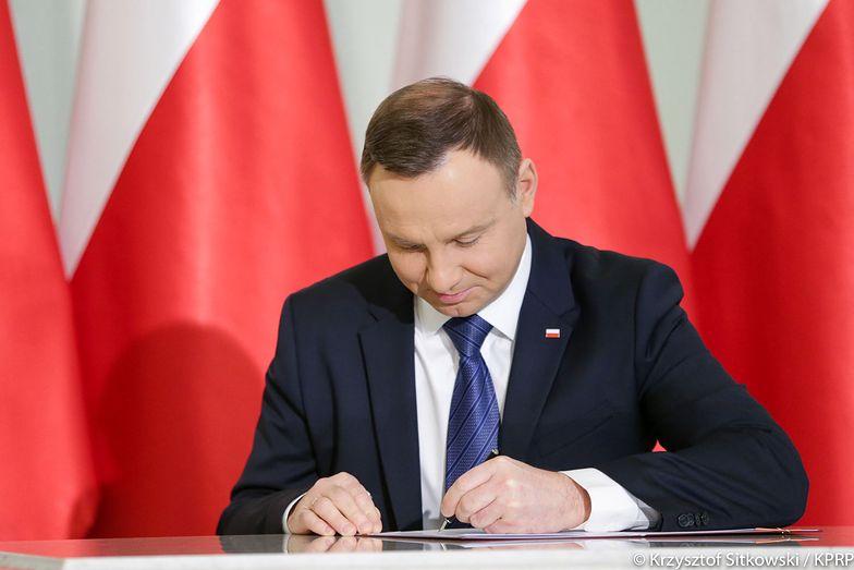 Nowelizacja ustawy o cenach prądu podpisana przez prezydenta Andrzeja Dudę